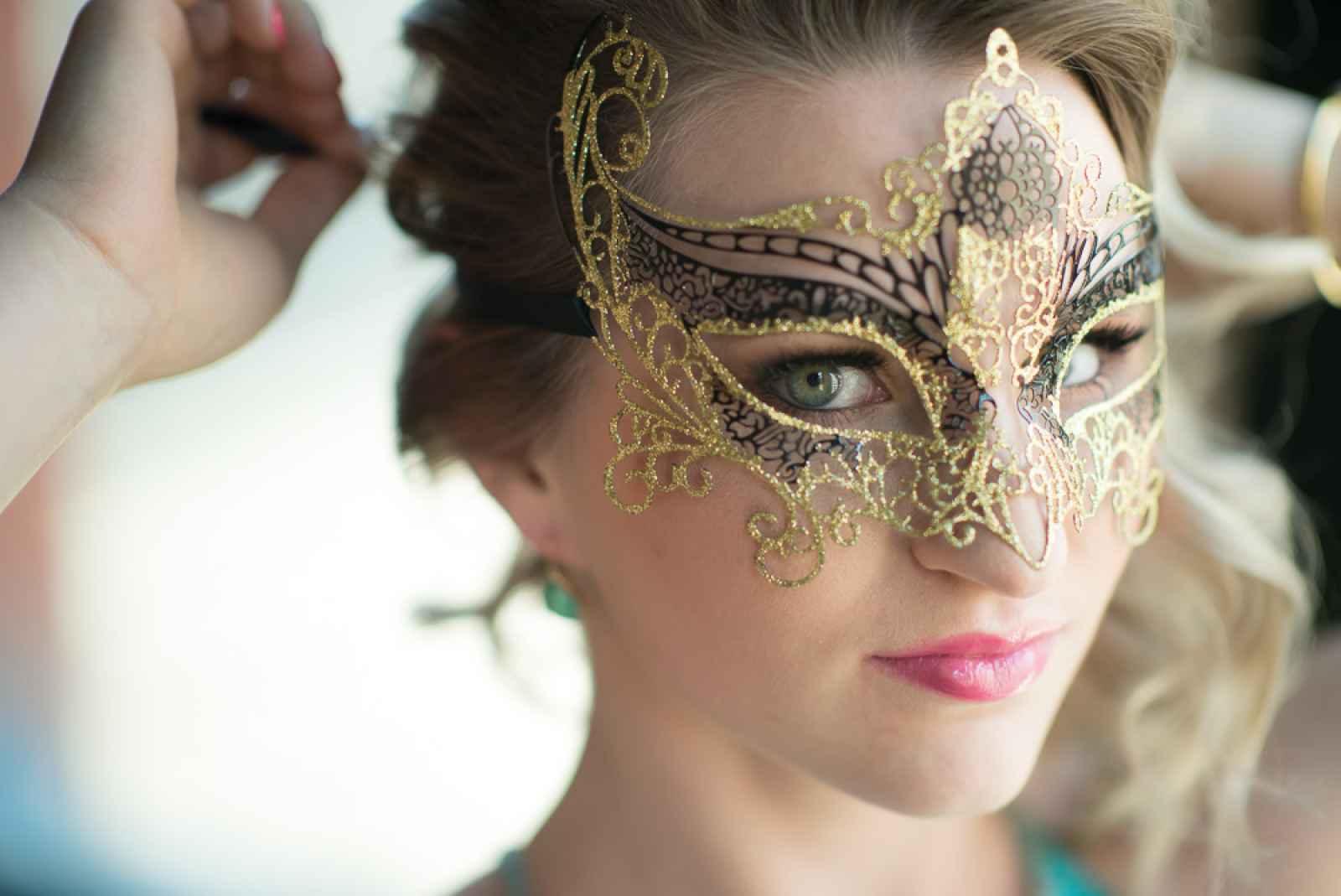 Glam Peacock Masquerade Style Shoot Weddingday Magazine