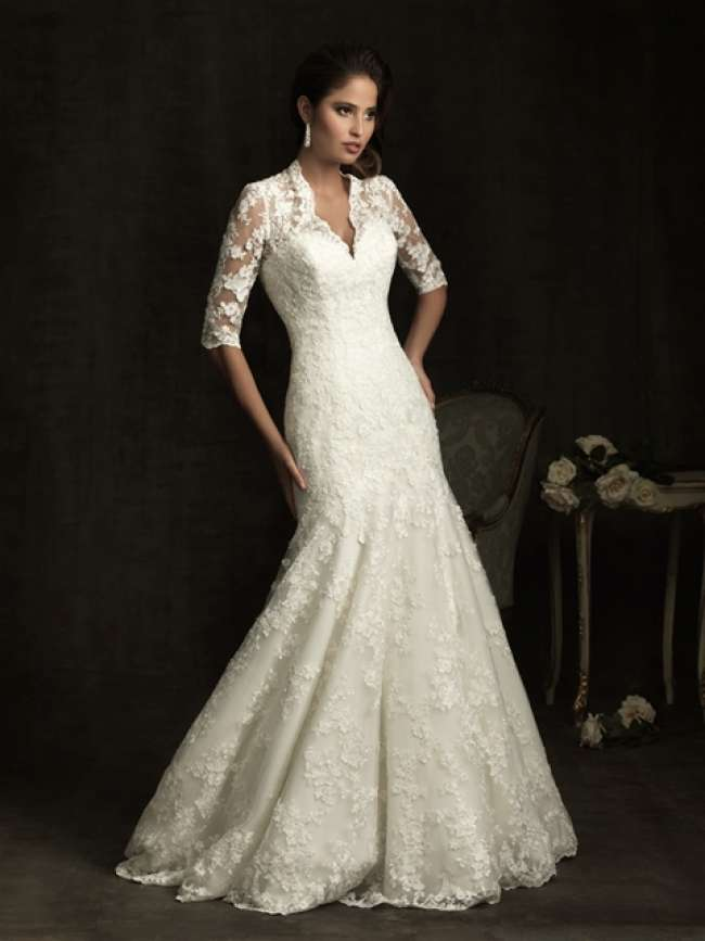 Quarter-length sleeved wedding dress