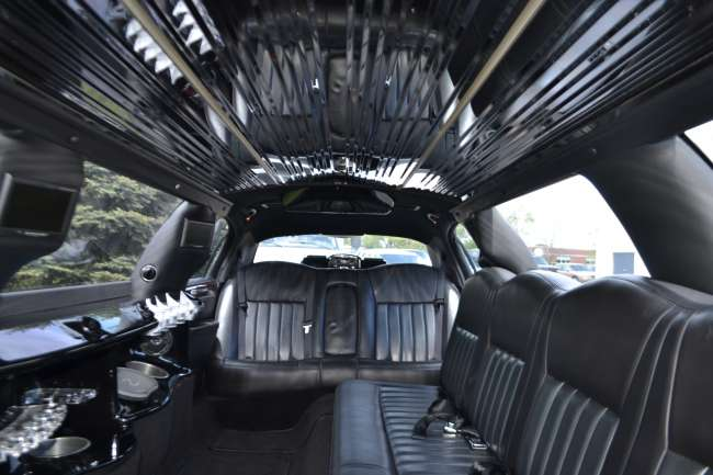 Luxury Lincoln Town Car Limousine