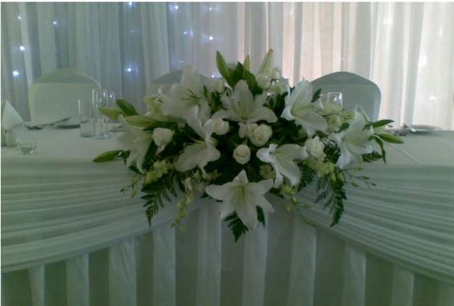 White Lily Head Table Display