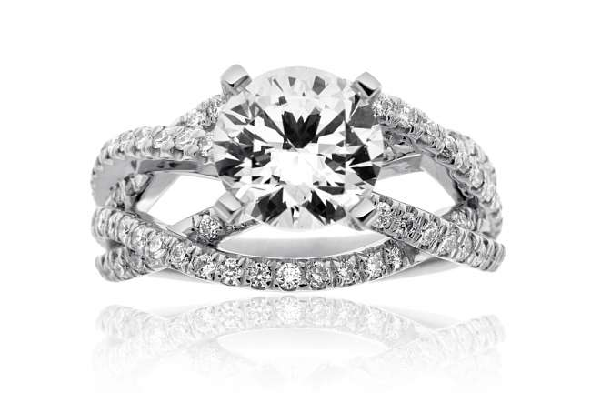 Engagement Ring With Round Diamond