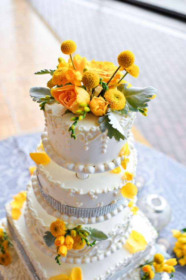 Cake with Pops of Yellow