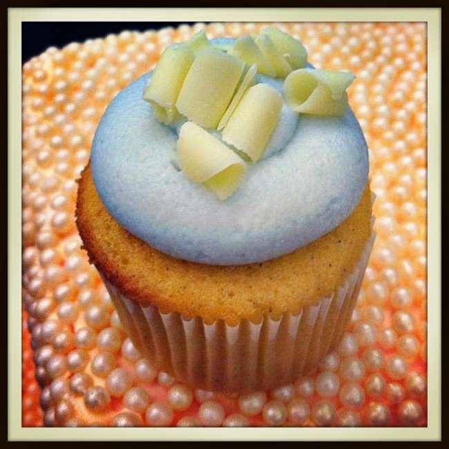 Cupcake with white chocolate shavings