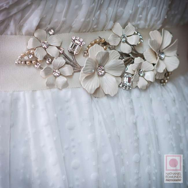 Wedding dress belt with broaches