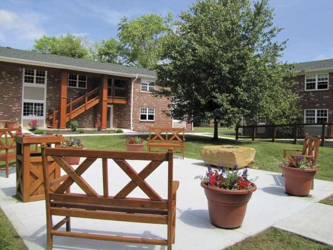 Creekside Retreat Courtyard