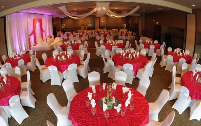 unique tablescape in ballroom