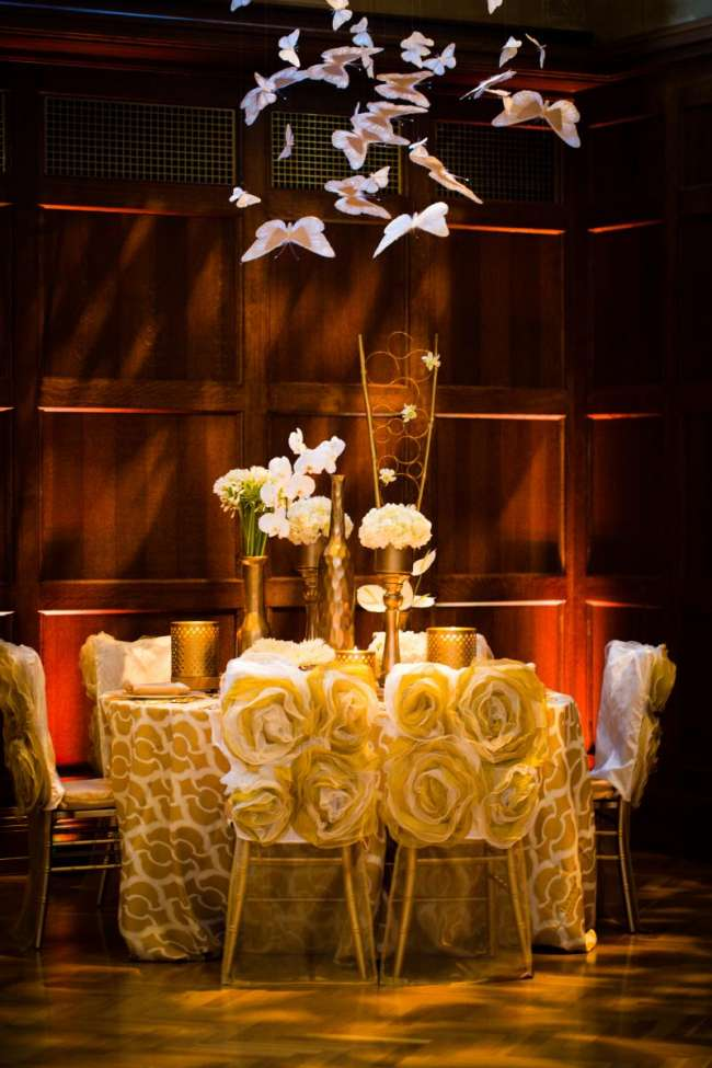 Dramatic Gold Reception Table