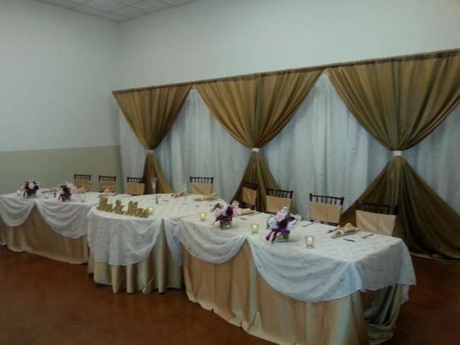 Intimate head table