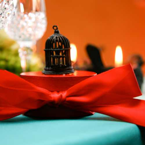 Turqoise and Red Table Setting