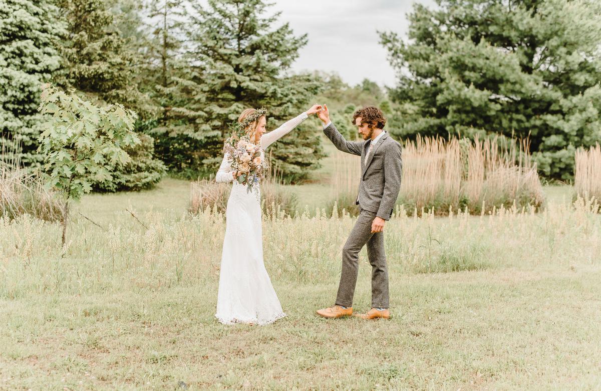 An Earthy Boho Wedding At An Indiana Christmas Tree Farm The Wedding Of Nora Chidalek And Mason Mckinney Weddingday Magazine
