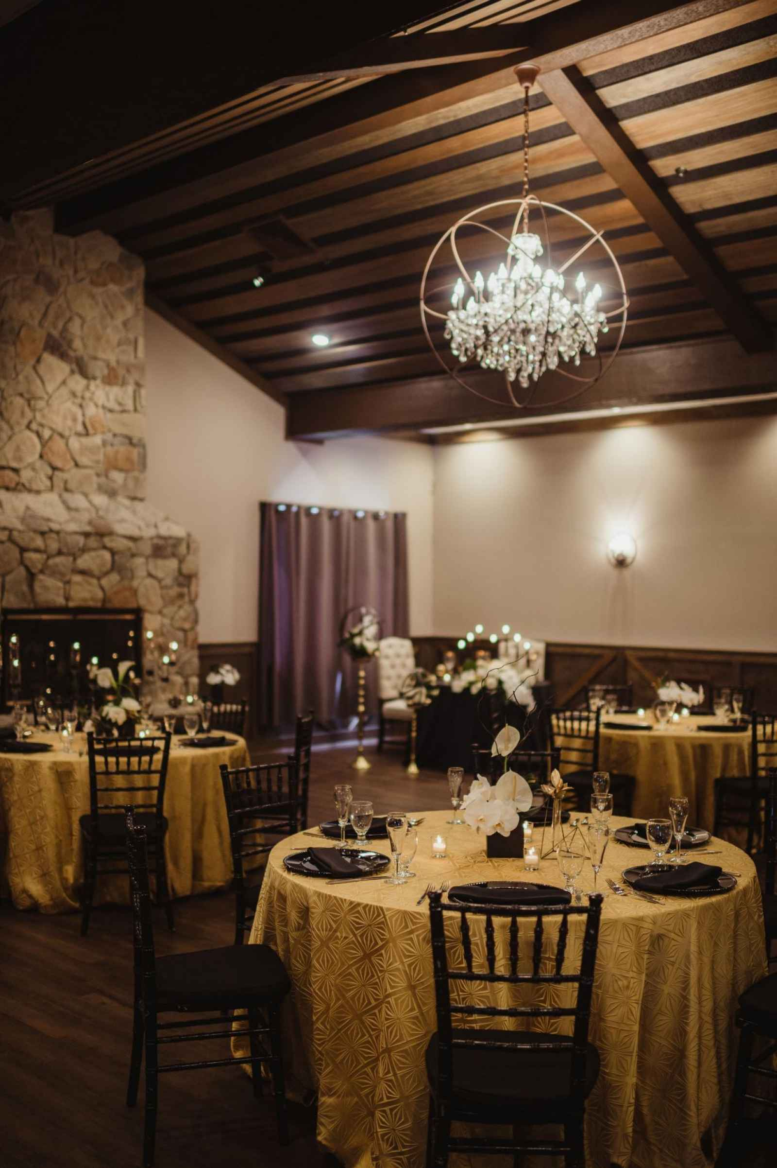 The Market Is A Venue That Invites Every Bride To Create Her Own Vision Within Its Walls Jordan Skaltsas Manager Of This Modern Valparaiso Wedding
