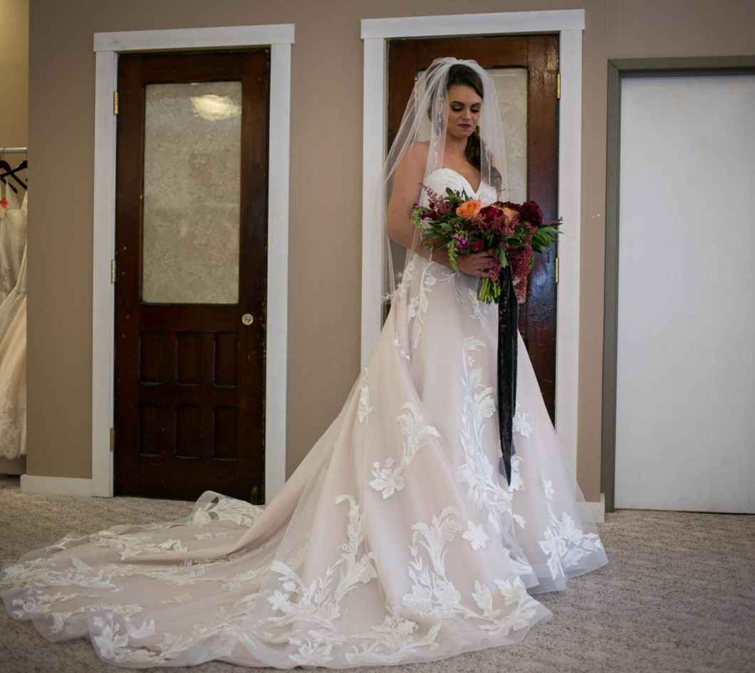 843eb681f1f4b Pictured Above // DESIGNER: Allure, STYLE: 9502 in champagne/Ivory